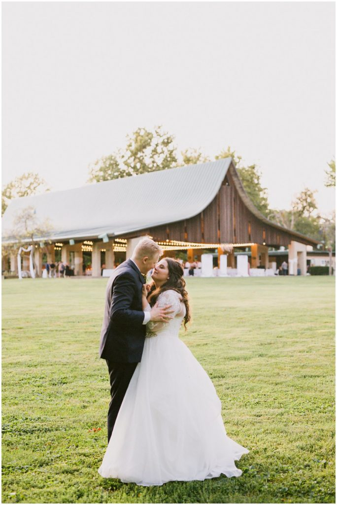 An earthy romantic outdoor barn wedding in Illinois by Pattengale Photography