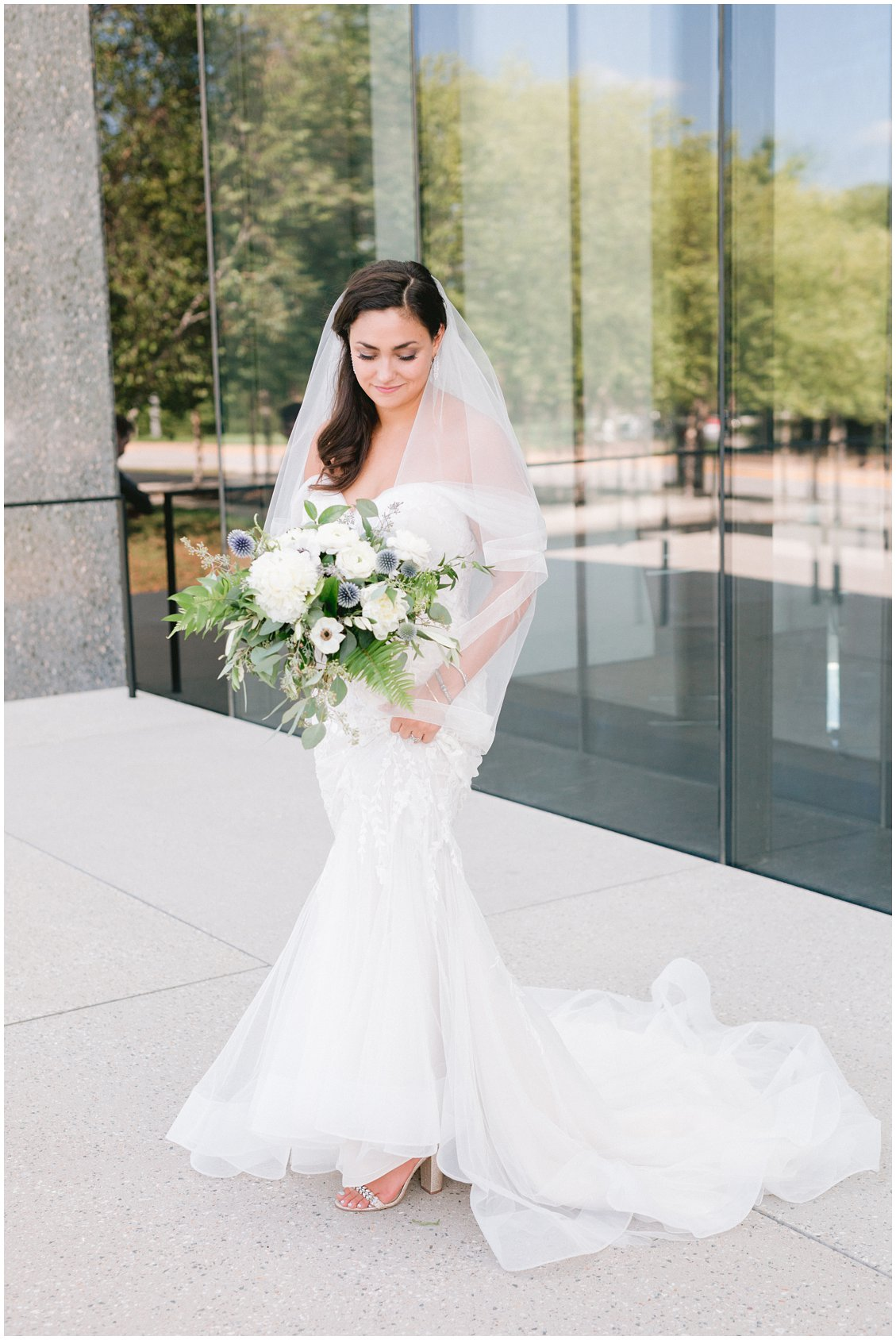An elegant summertime wedding at The Boocat Club and Graham Chapel on WashU Campus in St Louis Missouri by Pattengale Photography